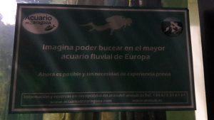 Kontakt na potápanie v sladkovodnom akváriu (Acuario de Zaragoza)