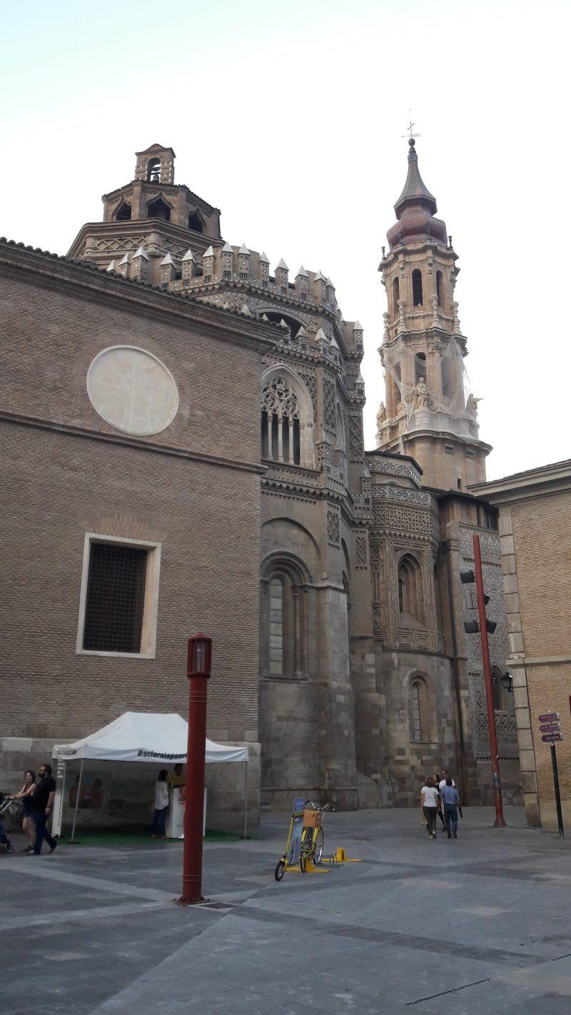 Pohľad na vežu Katedrály La Seo