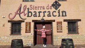 Predajňa syrov a údenín pred mestom Albarracín, Španielsko