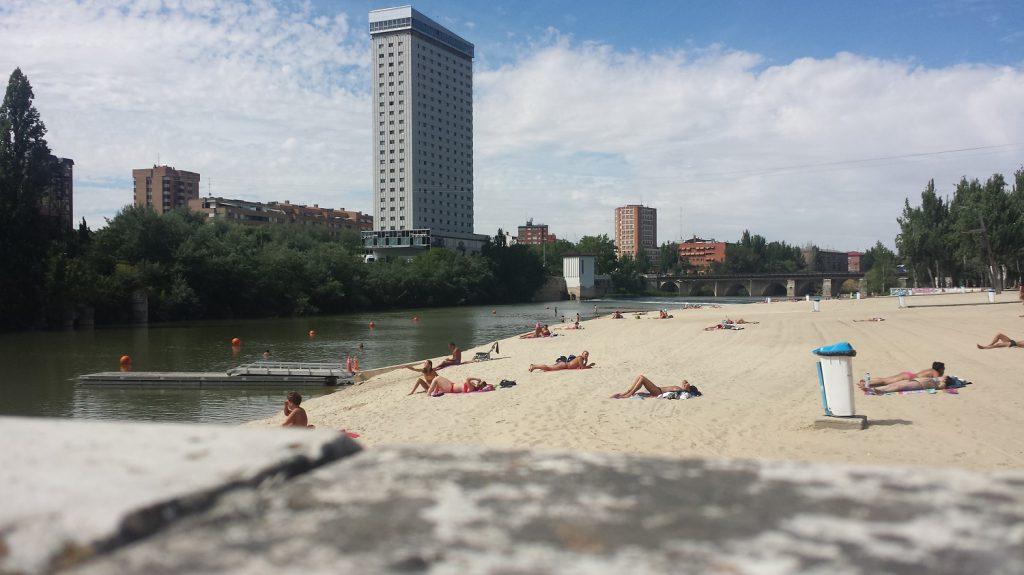 Miestna pláž vo Valladolide pri rieke Pisuerga