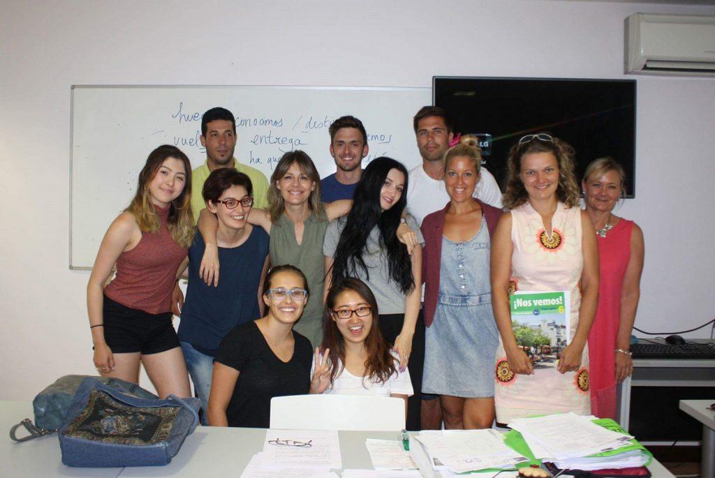 Nájdete učiteľku v tejto medzinárodnej skupinke B1