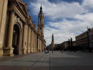Bazilika El Pilar a Katedrála La Seo na jednom námestí