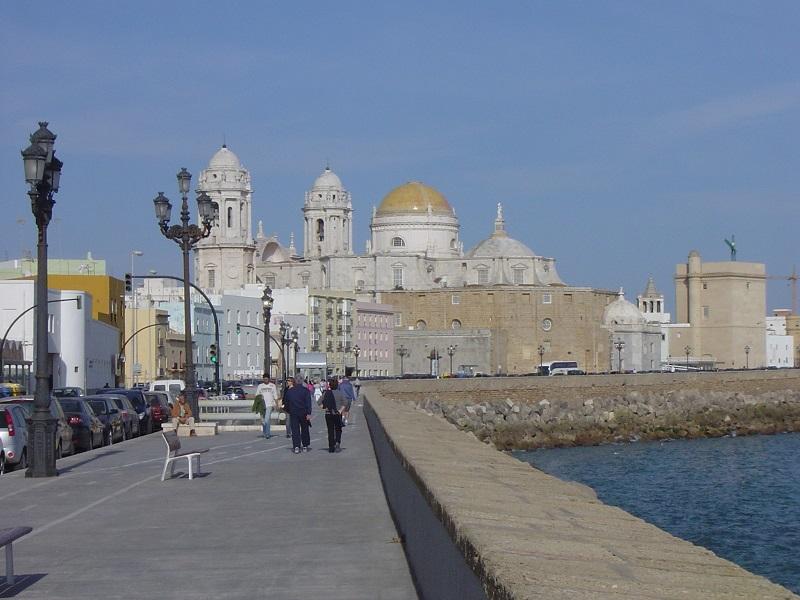 """V pozadi katedrála """"Catedrala de Cadiz"""", Španielsko"""