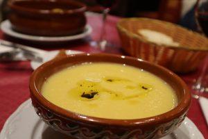 Obed v reštaurácii polievka