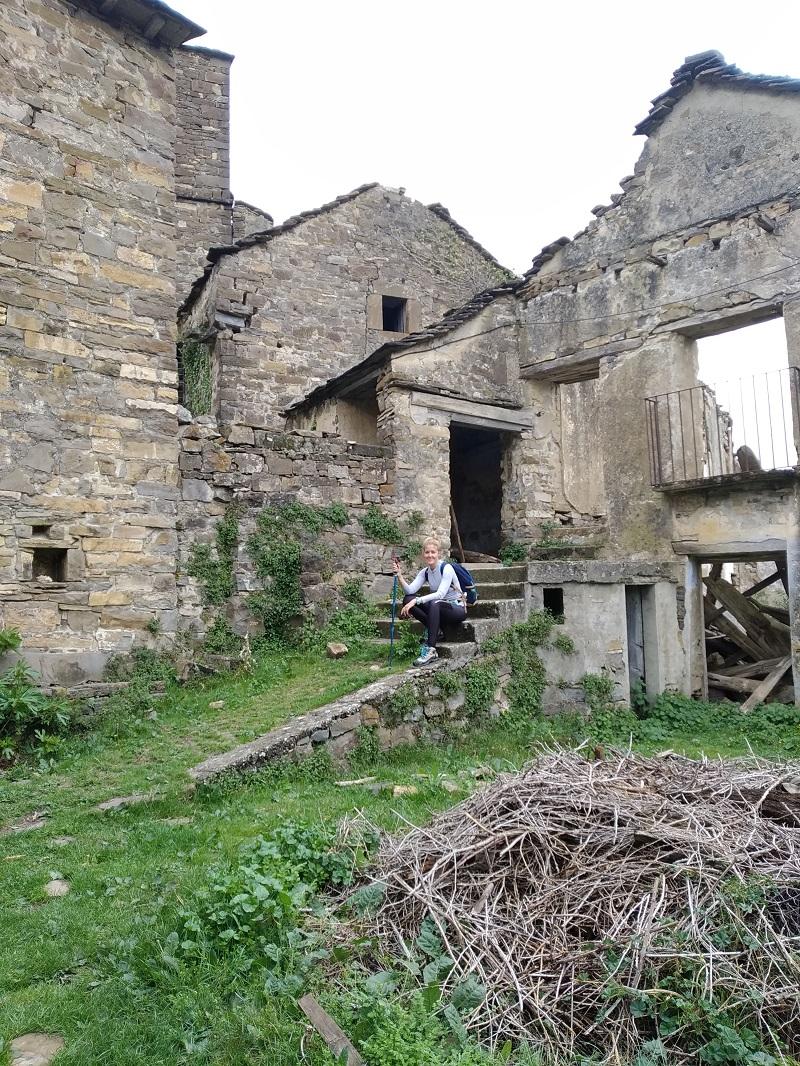Centrum dediny a jej trosky Pyreneje