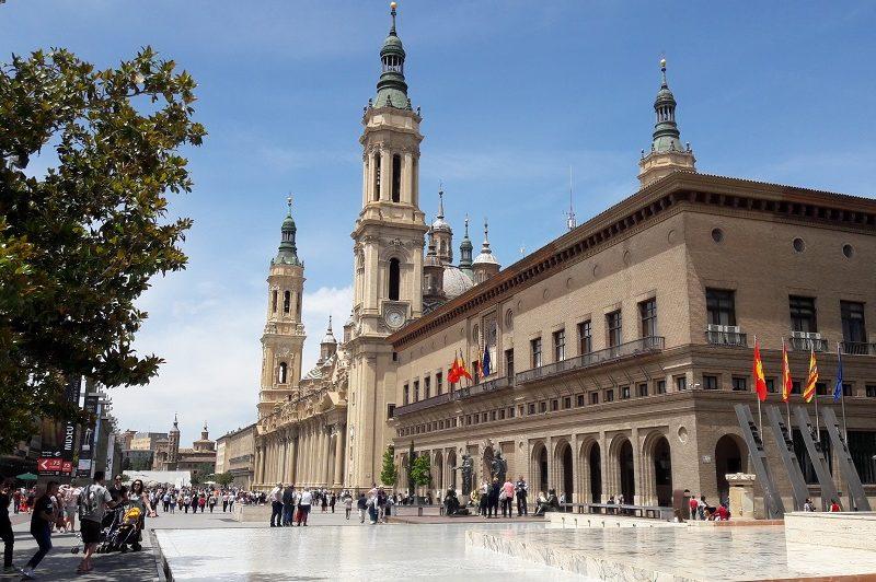 Namestie Plaza del Pilar Zaragoza