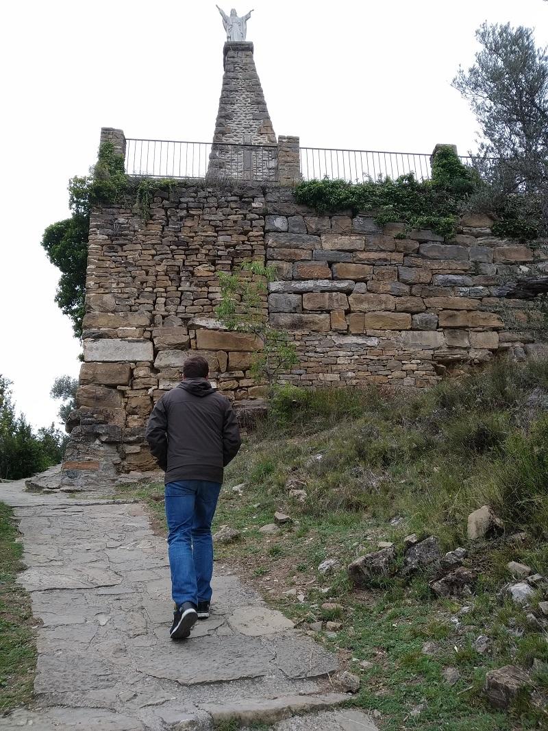 Cesta k ruinam hradu Castillo de Boltaña Aragonsko