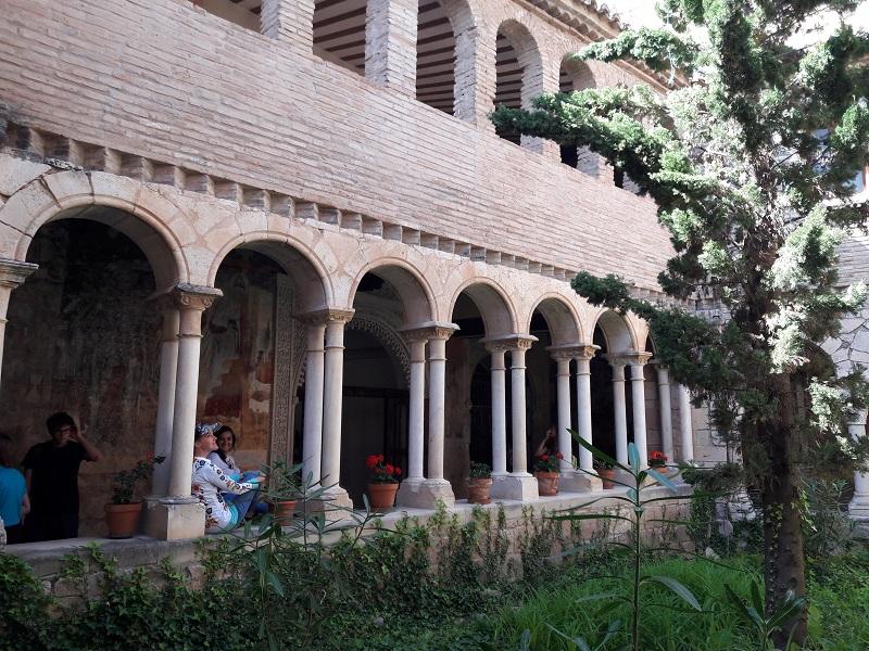 Nádvorie kláštora Colegiata de Alquézar