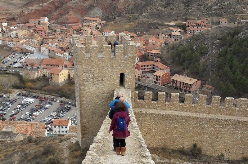 Nepovolená trasa po múroch hradu v Albarracín