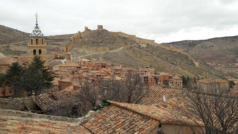 Výhľad na jednu z Najkrajších dedín Španielska Albarracín