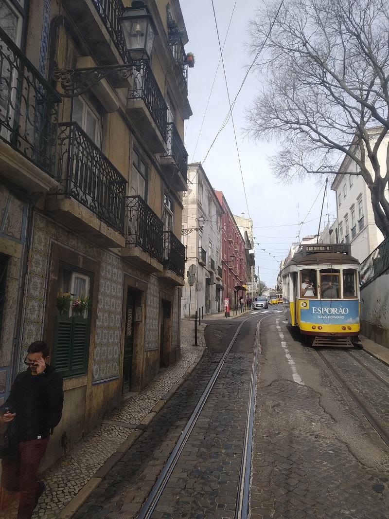 Električka bez problémov zvládala kopcovitý terén Lisabonu