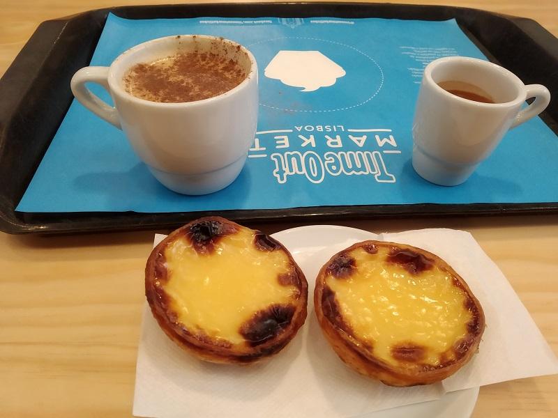 Koláč Pastel de Nata s kávou
