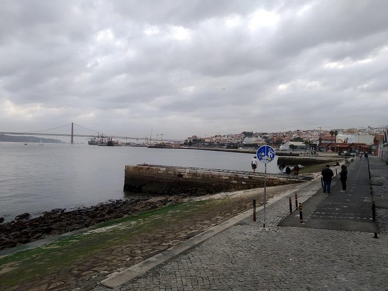 Prechádzka na promenáde Rua da Cintura do Porto de Lisboa