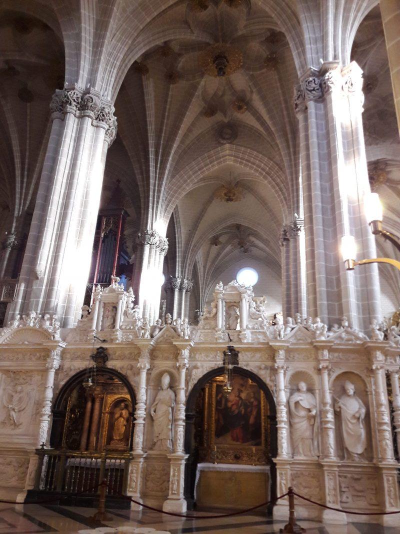 Stlpy v La Seo pripominaju svojou farebnostou tie v katedrale v Tarazone